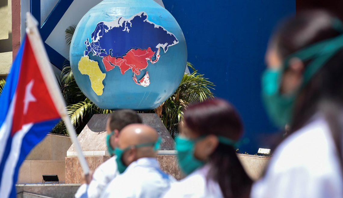 Partieron hacia Angola 214 profesionales de la salud cubana para combatir la COVID-19
